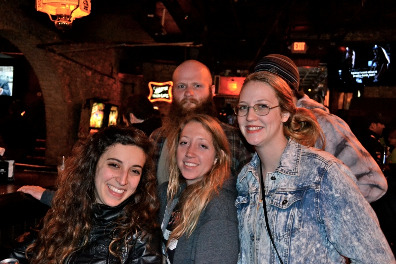 Eric my host in the background, his GF Lindsay, Shannon, and Katie. Awesome peeps!
